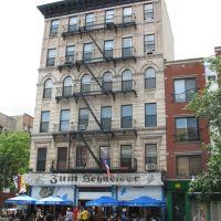 "USA - NYC - Loisaida - Avenue C - ""Zum Schneider""  serving bavarain style Woisbia :), Лонг-Айленд-Сити"