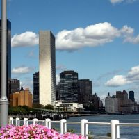 United Nations Building seen from Waterside Plaza - NYC - September 2008, Лонг-Айленд-Сити