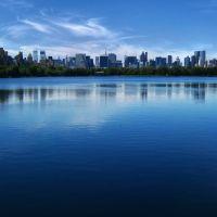 New York blues.... (Manhattan skyline reflection on Jacqueline Kennedy Onassis Resevoir, Central Park), Манхаттан