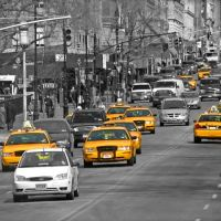 Yellow cabs on the road, Манхаттан