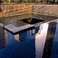 Reflection at the 9/11 Memorial, Нью-Йорк