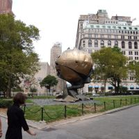 New York - Battery Park - The Sphere of the World Trade Center by Fritz Koenig, Нью-Рочелл