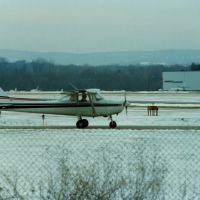 Cessna 152 N93145 at Dutchess County Airport, Poughkeepsie, NY, Нью-Хакенсак