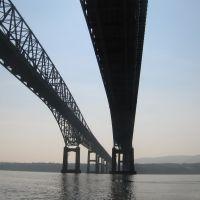 Under The Newburgh Beacon Bridge, Ньюбург