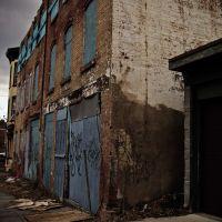Building with Graffiti, Ньюбург