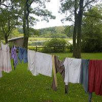 clothesline outside farmhouse, Плайнвью