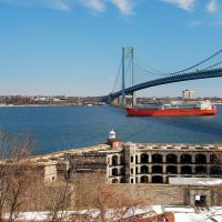 2010-02-20 Fort Weed and Verrazano Narrows Bridge with a Fright ship, Саут-Бич