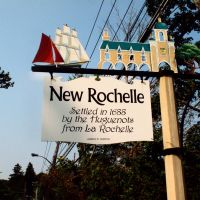 Historic New Rochelle Approach Sign on Wilmot near Weaver Street, Скарсдейл