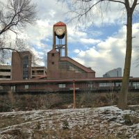 White Plains train station clocktower from Bronx River Parkway N., Уайт-Плайнс