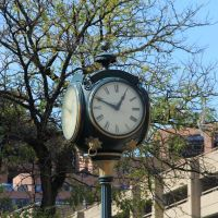 Clock Outside Public Library, White Plains NY, Уайт-Плайнс