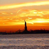 Lady Liberty viewed from Battery Park, New York City: December 28, 2003, Хадсон