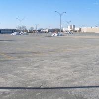 empty, barren parking lot at Sears, Хиксвилл
