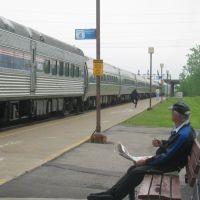 Passengers Boarding An Amtrak Train At Buffalo-Depew Station, Чиктовага