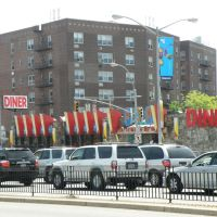 Beautiful buildings on queens blvd in the spring in New York City., Элмхарст