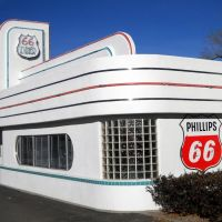 former Phillips 66 gas station, now 66 Diner, Historic Route 66, 1405 Central Avenue Northeast, Albuquerque, NM, built 1946. Converted to 66 Diner in 1987. Burned down in 1995. Rebuilt 1996., Альбукерк