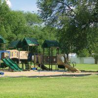 Playground, Кловис