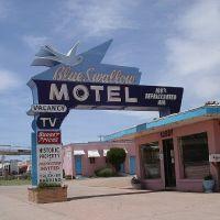 Old Motel Street at Tucumcari , NM, Тукумкари