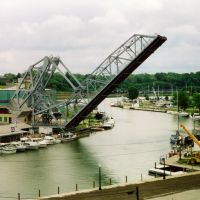 Ashtabula Lift Bridge over the Ashtabula River, W 5th Street, Ashtabula, OH, Аштабула