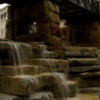 Creekside waterfall in Gahanna, Ohio, Гаханна