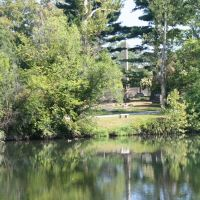 Hale monument reflected in pond, Lakeview Cemetery, Ист-Кливленд