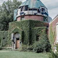 Warner and Swasey Observatory Ruin - Front and Dome, Ист-Кливленд