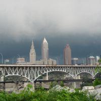 Cleveland skyline and Innerbelt Bridge, Кливленд