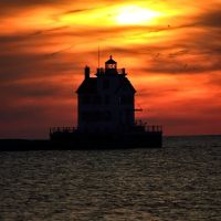 Lorain Lighthouse at sunset, Лорейн