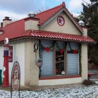 Old Texaco gas station on the Green, Canfield, OH, Остинтаун