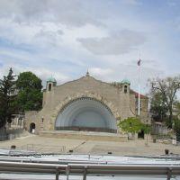 Empty amphitheater in Toledo Zoo, Россфорд