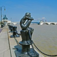 Statue on the north side of Maumee river in downtown Toledo, Толидо