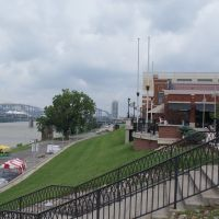 Looking at the Ohio River from KYs Newport Aquarium, Цинциннати