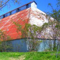 Metal Barn, Моффетт