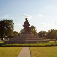 2011, Ponca City, OK, USA - Pioneer Woman monument, Понка-Сити