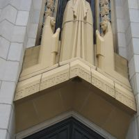 TULSA, OKLAHOMA, USA - BOSTON AVENUE METHODIS EPISCOPAL CHURCH, SOUTH - FIGURES ABOVE ONE OF THE MAIN DOORS, Талса