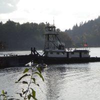 Elk Rock Island behind tugboat, Милуоки
