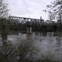 Railroad Trestle crossing the Calapooia River, and Dave Clark Trail, in Albany OR, Олбани
