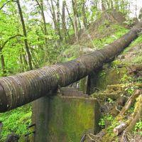 Old leaky flume pipe., Освего