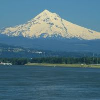 Mt. Hood Overlooking The Columbia River Near Portland Oregon, Паркрос