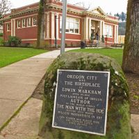 Plaque to Edwin Markham at Oregon City library., Пендлетон