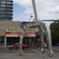 Powells Bookstore and Sculpture, Portland, Портланд