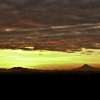 Beautiful sunrise and view of Mt. Hood from the roof of #2 Recovery Boiler at Boise St. Helens., Сант-Хеленс