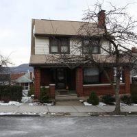 Pine Ave. House, Алтуна