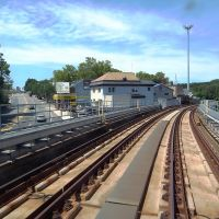 SEPTA EL is turning off Market St. at Upper Darby, Аппер-Дарби