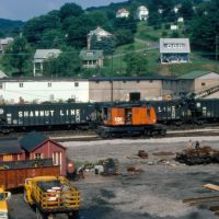 Pittsburgh & Shawmut Railroad Open Hoppers No. 621, No. 432 and Bessemer & Lake Erie Railroad Ohio Crane No. A62 at Butler, PA, Батлер
