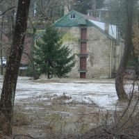 Pennypack Creek (foreground R to L) Floods Fetters Mill - Huntingdon Valley, PA - December 11, 2003, Брин-Атин
