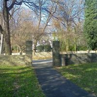 Austin Memorial Park, Брумалл