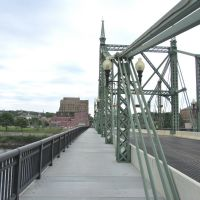 Free Bridge, Истон