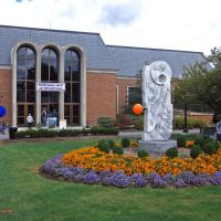 Elaine Langone Center, Линнтаун