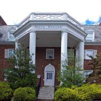 Front of Delta Upsilon Fraternity, Линнтаун