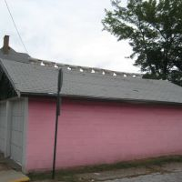 Pink garage with toilets on the roof, Монака